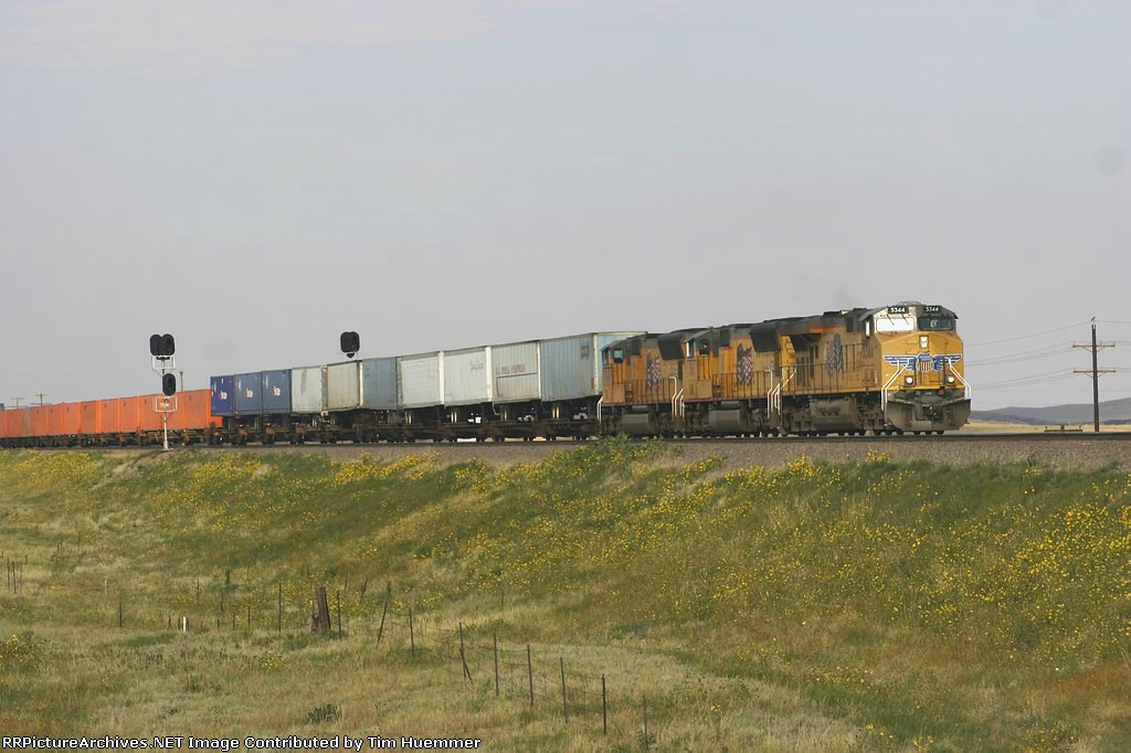 UP 5344 leads an eastbound van train