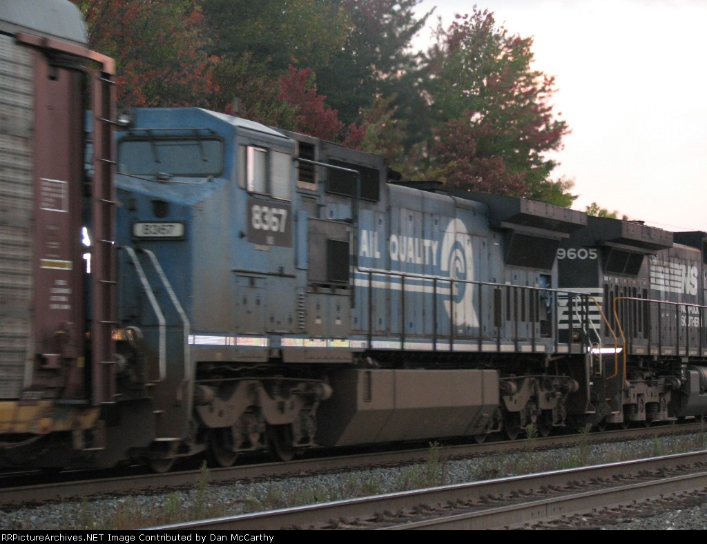 A Conrail Widecab Trails ,Moving Fast