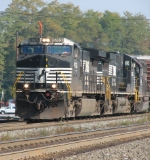Some Dash 9-40CW's and a GP40 Going West