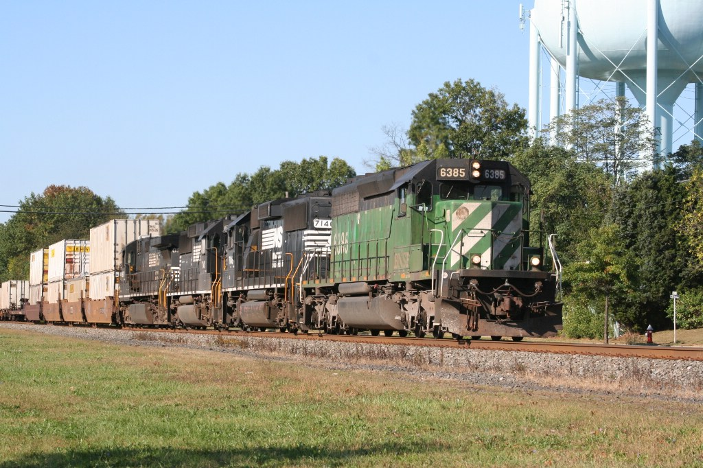 Close-Up of 214 Locomotive Consist
