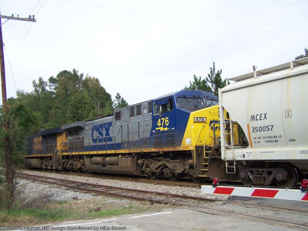 CSX 476 ( with CSX 5208 ) heading towards SC