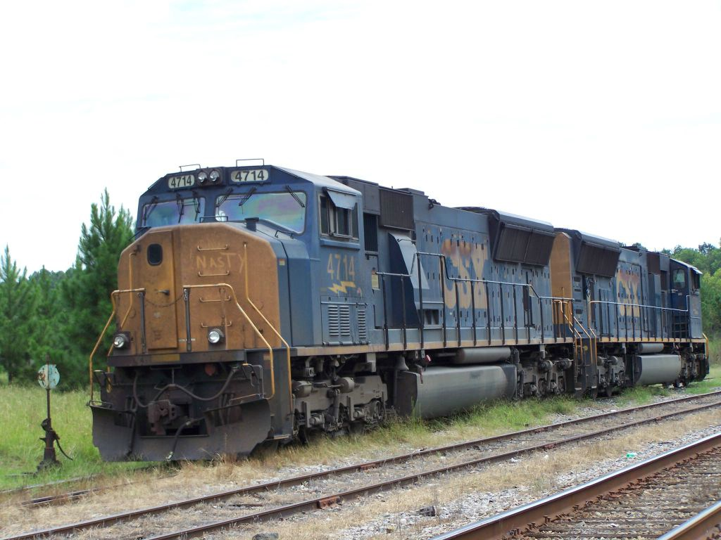 """CSX 4714, """"Nasty"""" takes a breather for a Sunday's Rest"""