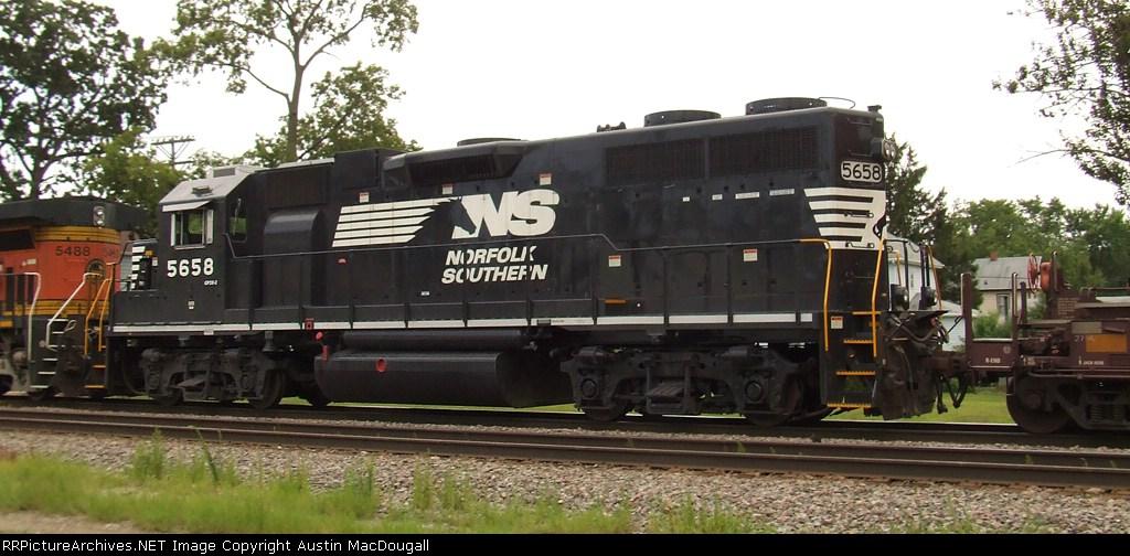 GP38-2 5658