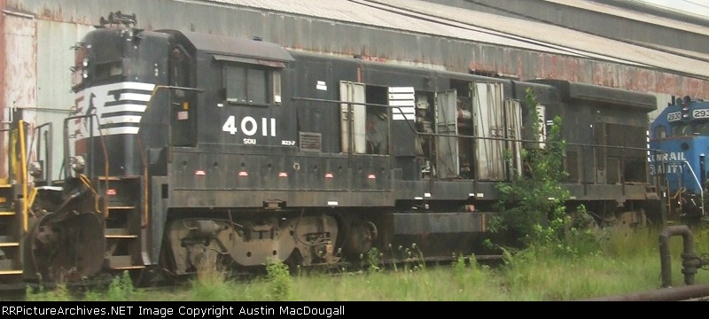 B23-7 4011