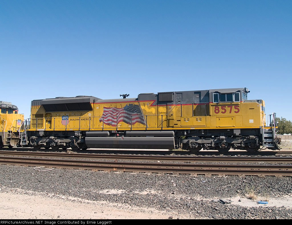 UP 8575 an EB manifest MTUFW (Tucson-Ft Worth) at 11:58am out of Alfalfa yard