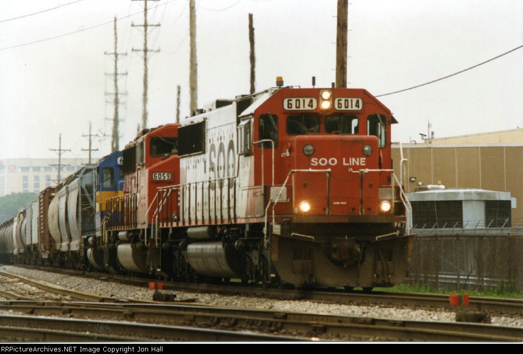SOO 6014 leading 6059 and HLCX 6212