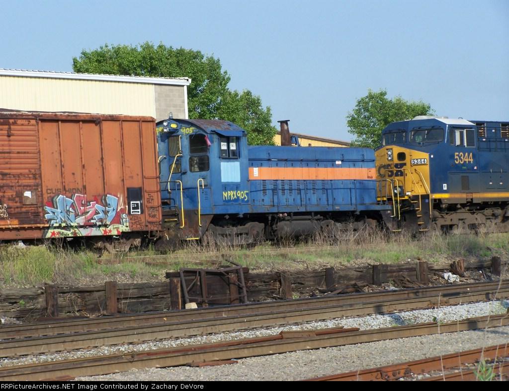 MPRX 905 Looks Odd Next to CSX 5344