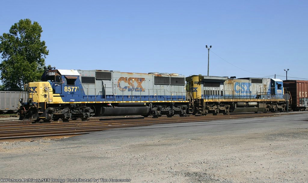 SD50 and C40-8 sitting in the yard