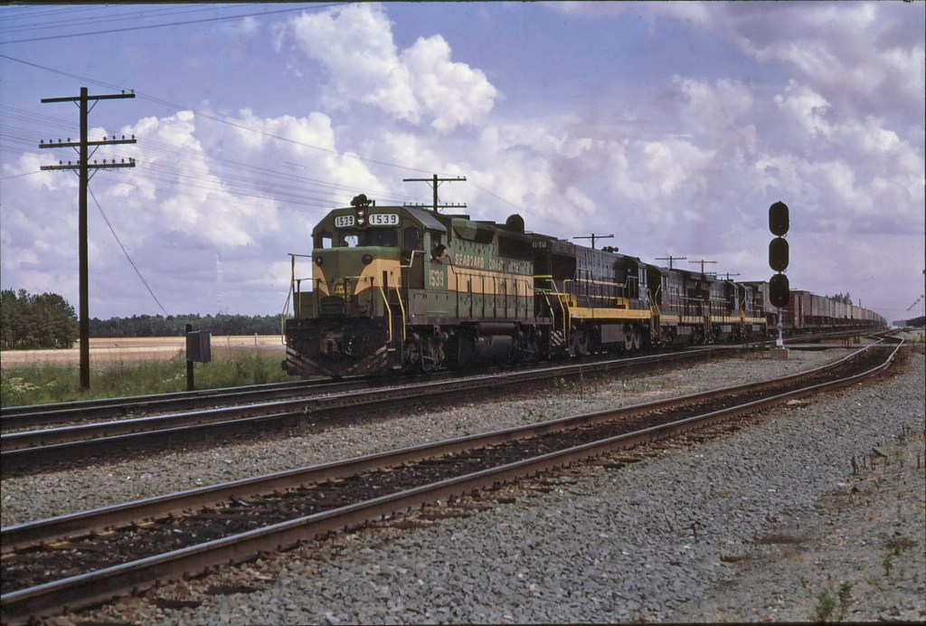 SCL 1539 with late pig train, #176