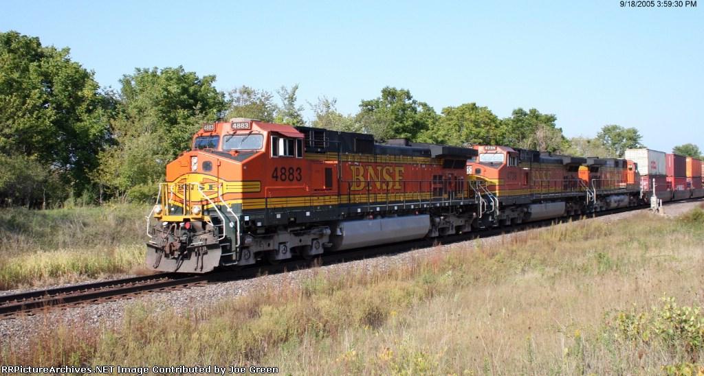 BNSF 4883