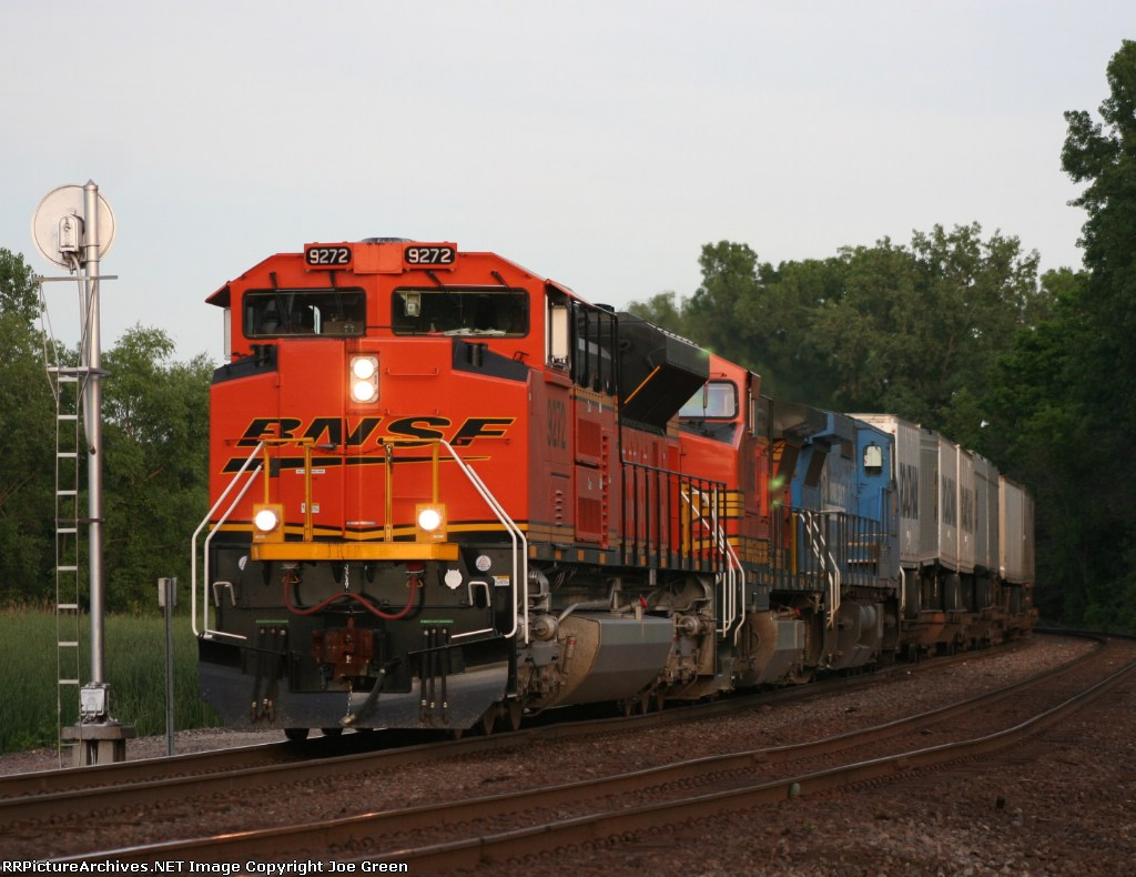 BNSF 9272