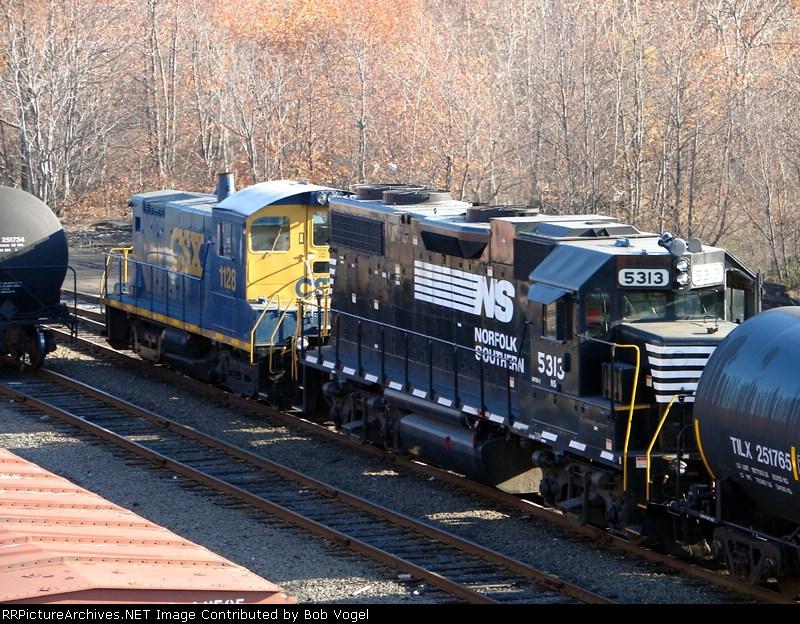 NS 5313 & CSX 1128