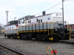 DL 1044 and caboose 4810