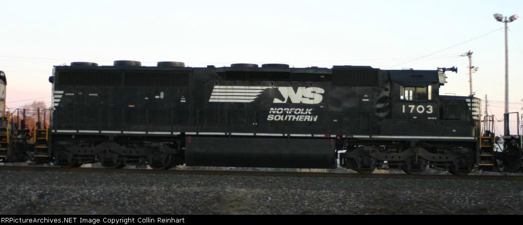 SD45-2 1703