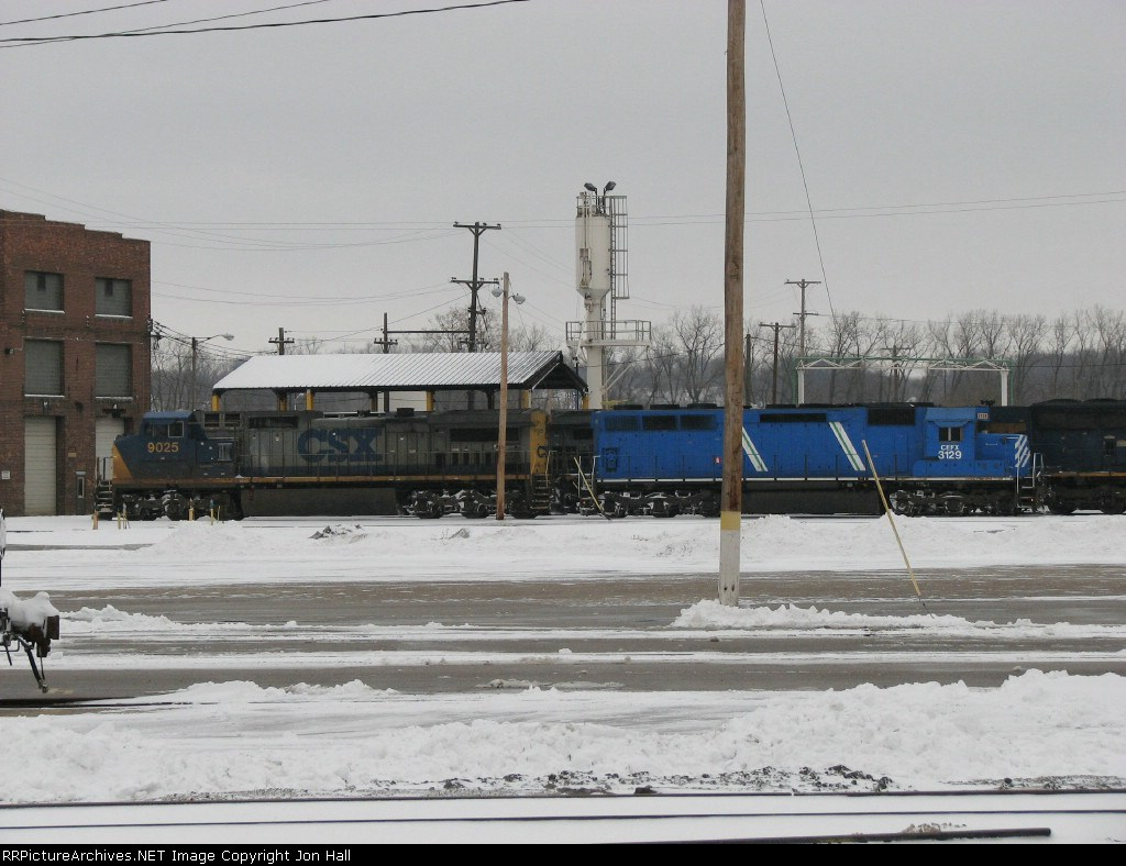 CEFX 3129 & CSX 9025 resting at the shop after bringing Q326-23 in from Chicago early in the morning