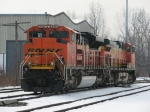 BNSF 9370 & 5633 rolling out of the house as D801-31