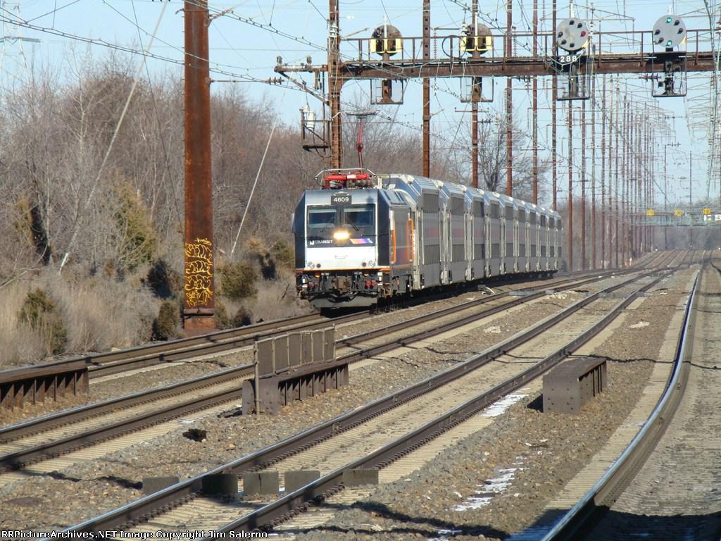 NJT 4609 at Edison Station