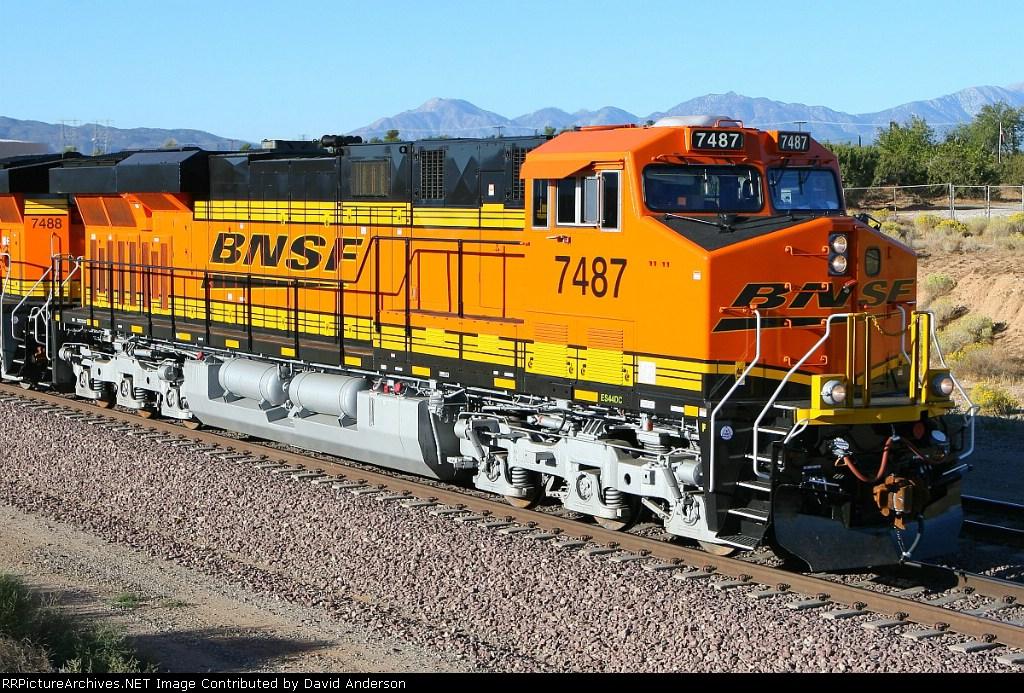 BNSF 7487