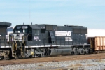 Closeup of NS 6571 on NS train 329