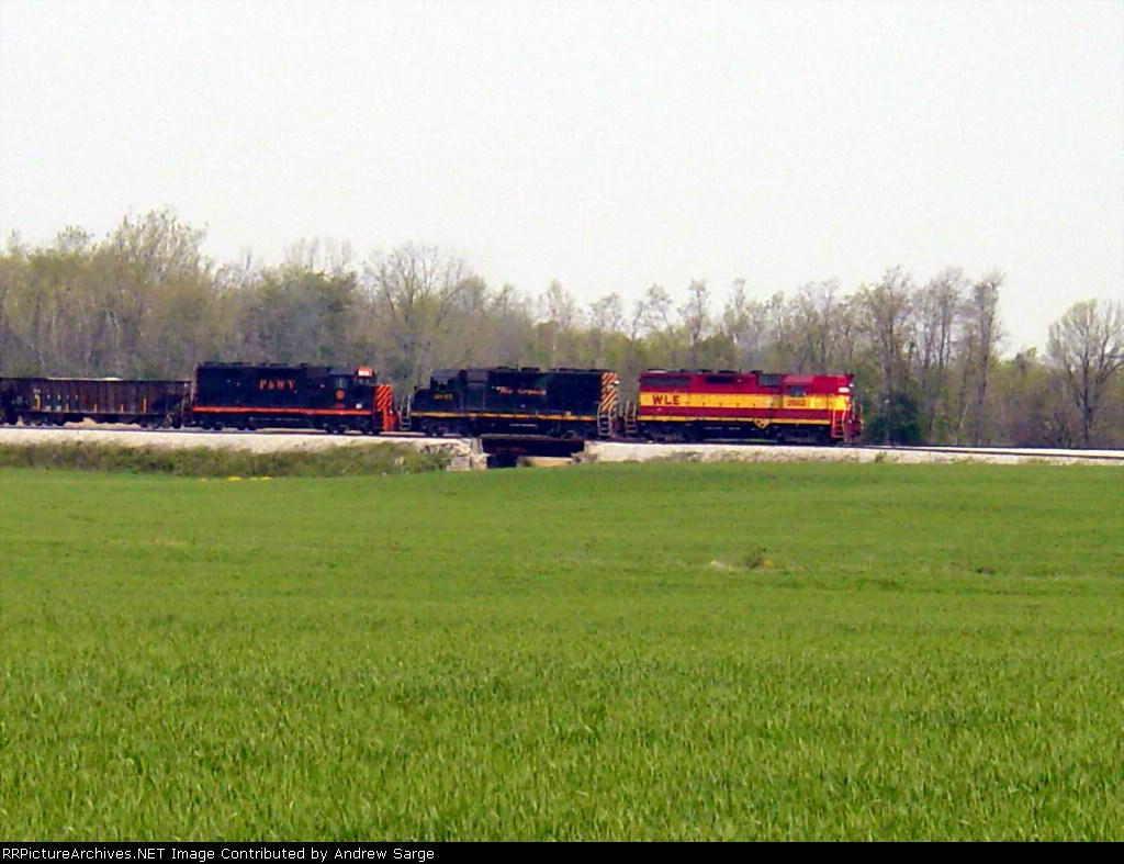 W&LE Stone Train with 3 different engine paint schemes