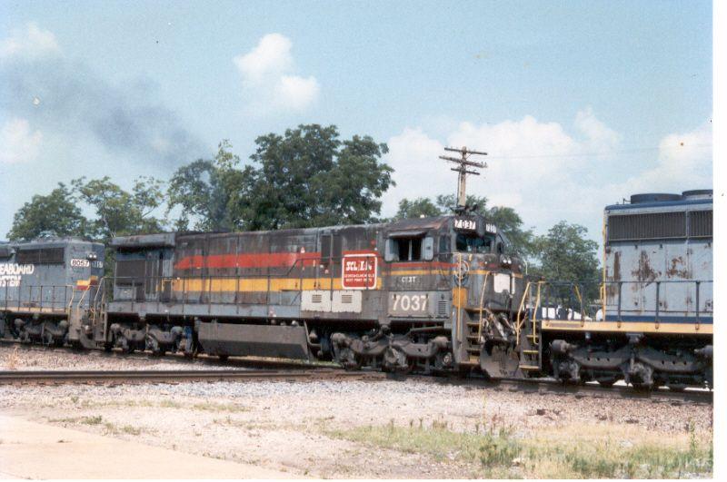 CSX 7037  (ex-L&N 7037)
