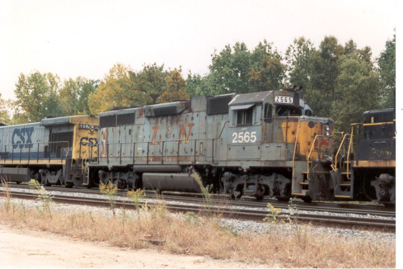 """Only ex-L&N Unit I ever shot with the """"Speed Letters"""" on the longhood"""