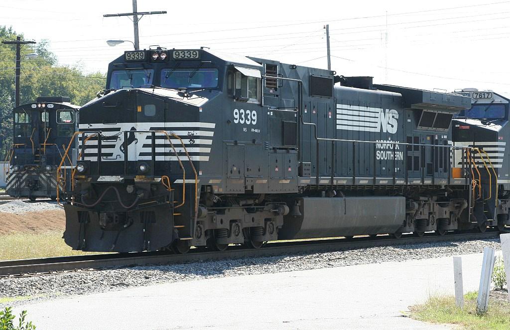 NS 9339 leading a NB intermodal through the yard