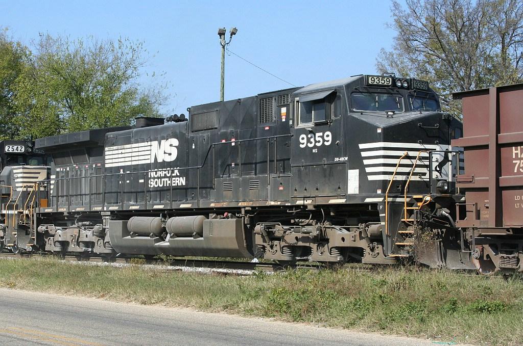 NS 9359 on an Herzog train