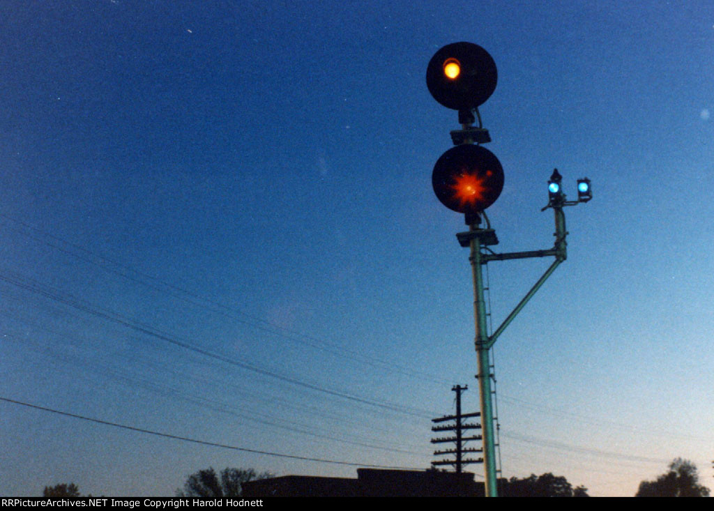 """Doll Arm"" signals at south end of Seaboard yard"