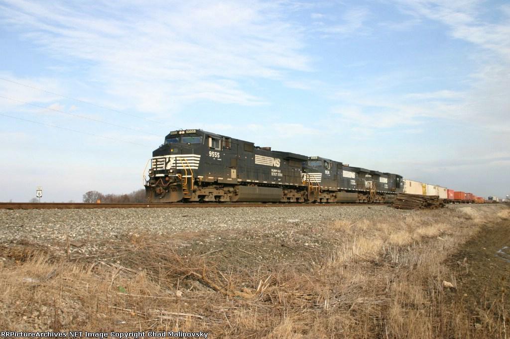 NS 9555 hustles 21K towards Chicago