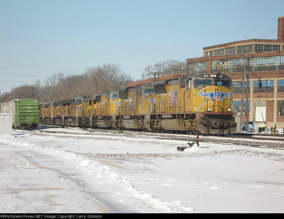 UP 4911 (Train MKCPR)