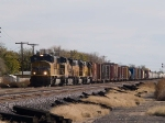 UP 3990 leads MFWWC (Ft Worth - West Colton) into Alfalfa WB at 1:03pm