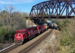 SOO 6062 westbound under the ex-C&NW's bridge