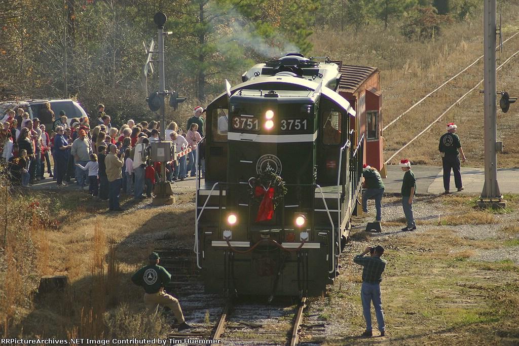 GRLW Santa train arrives in Belton