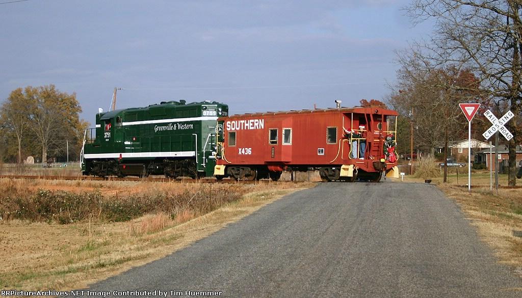 GRLW Santa train rolls through the countryside