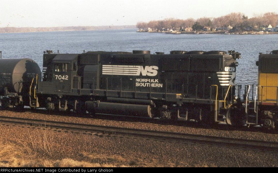NS 7042