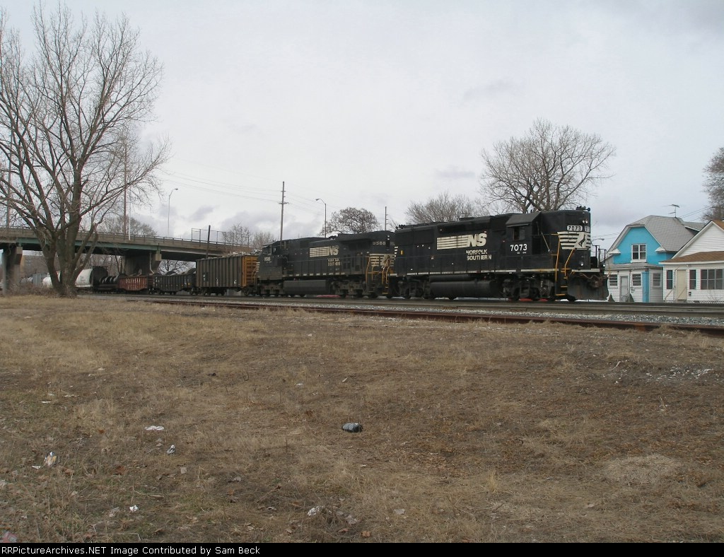 NS Mixed Freight on IHB trackage