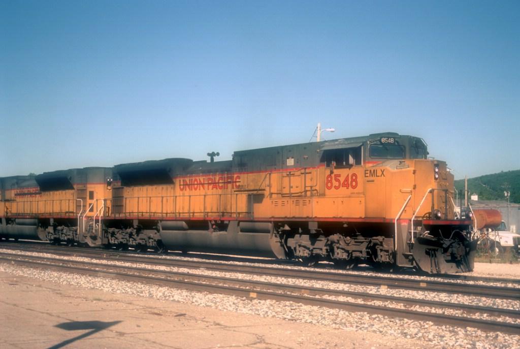 EML 8548