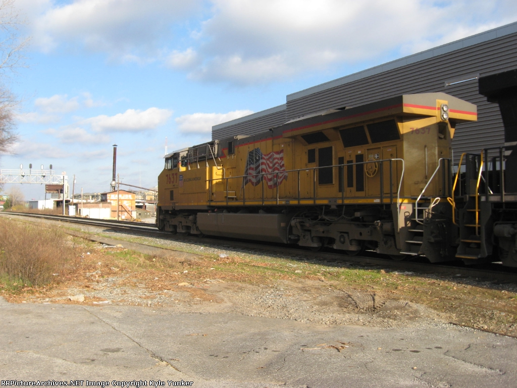 A UP Gevo is in charge of a northbound intermodal train on NSs Piedmont Div