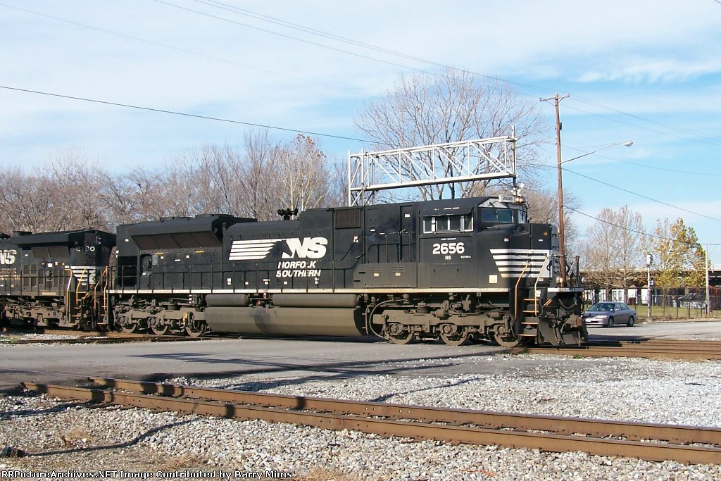 NS 2656 leads northbound at 32nd street