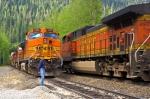 BNSF 4977 meets BNSF 5133