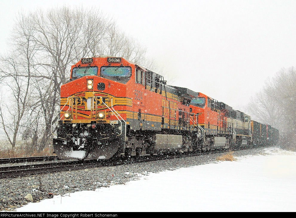 Under new transport contract from the UP, BNSF 5624 now handles Green Bay and Weston Coal Loads. 5624 shown enroute to Green Bay, 1-13-08, no DPU