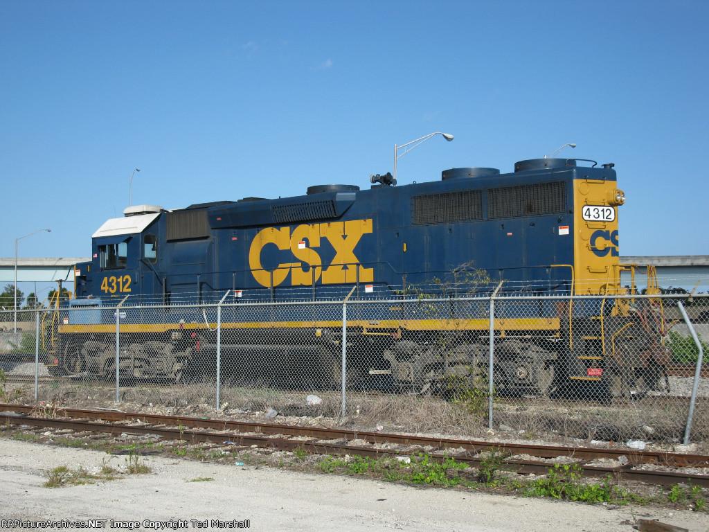 CSXT 4312 Sits on F05