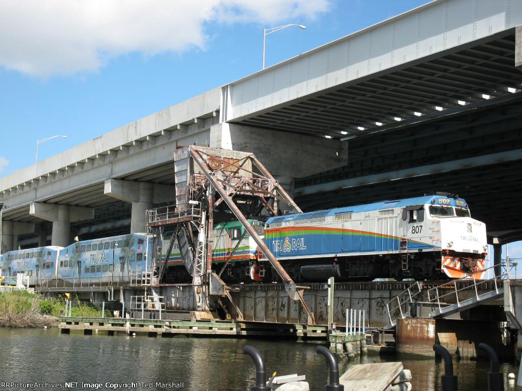 Tri-Rail P667 crossing the drawbridge