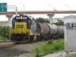 CSXT 2737 switching out cars