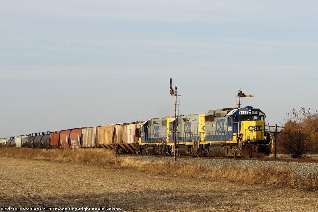 CSX 6433 GP40-2