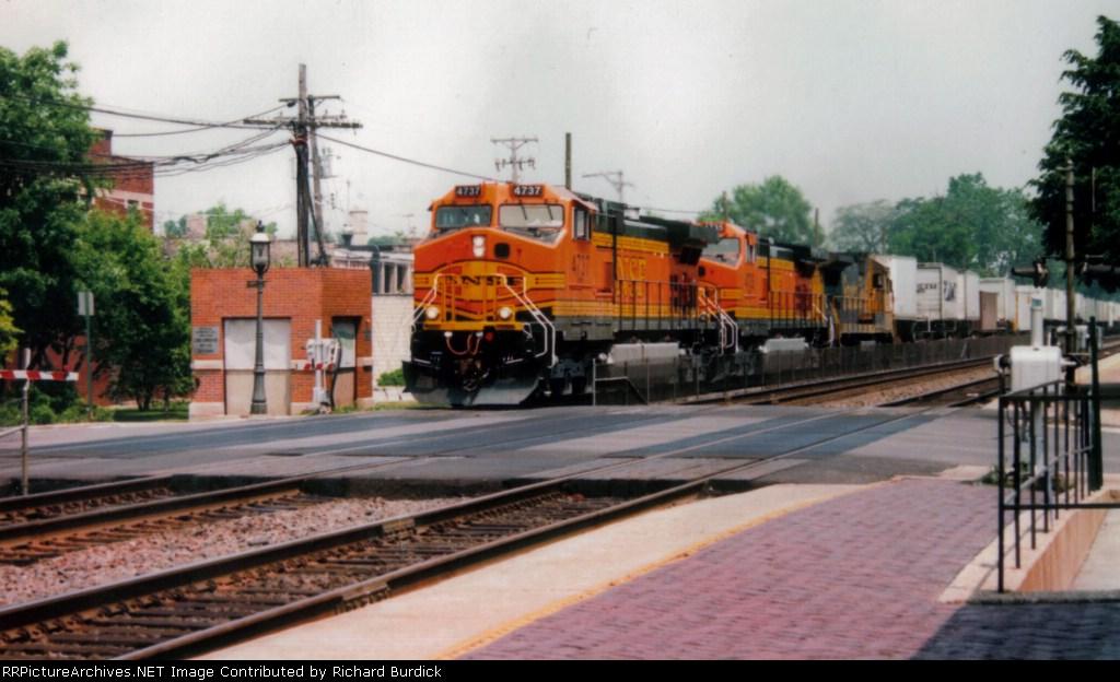 BNSF 4737