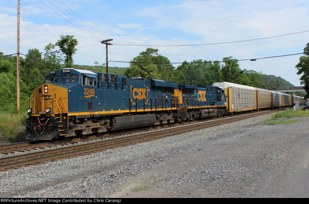 CSXT 3246 & 5122 on Q249-15