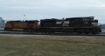 500 power consists of NS 2722 & BNSF 4744
