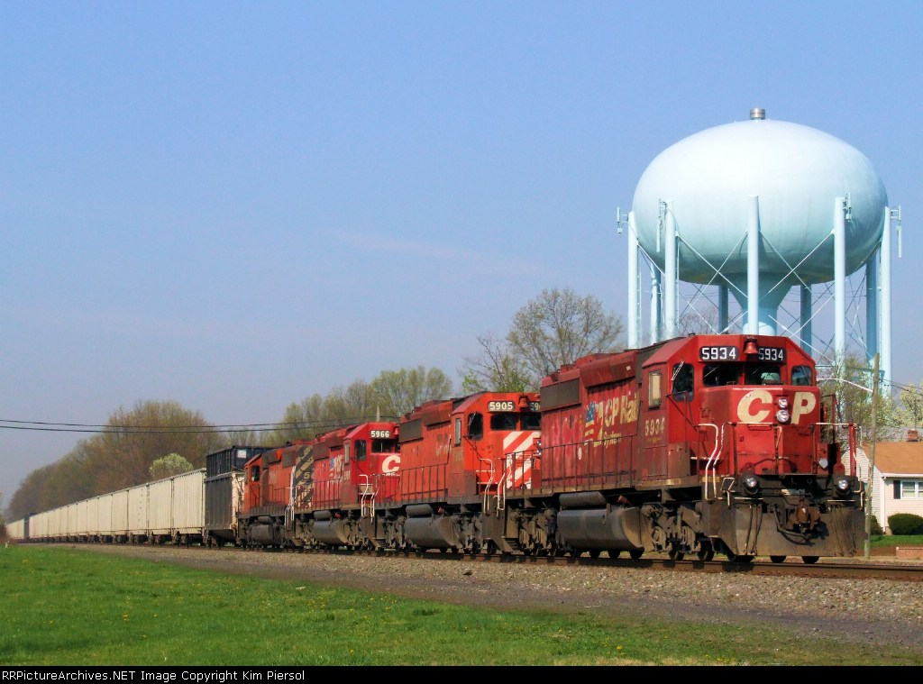 Quad CP SD40-2s on NS 38T